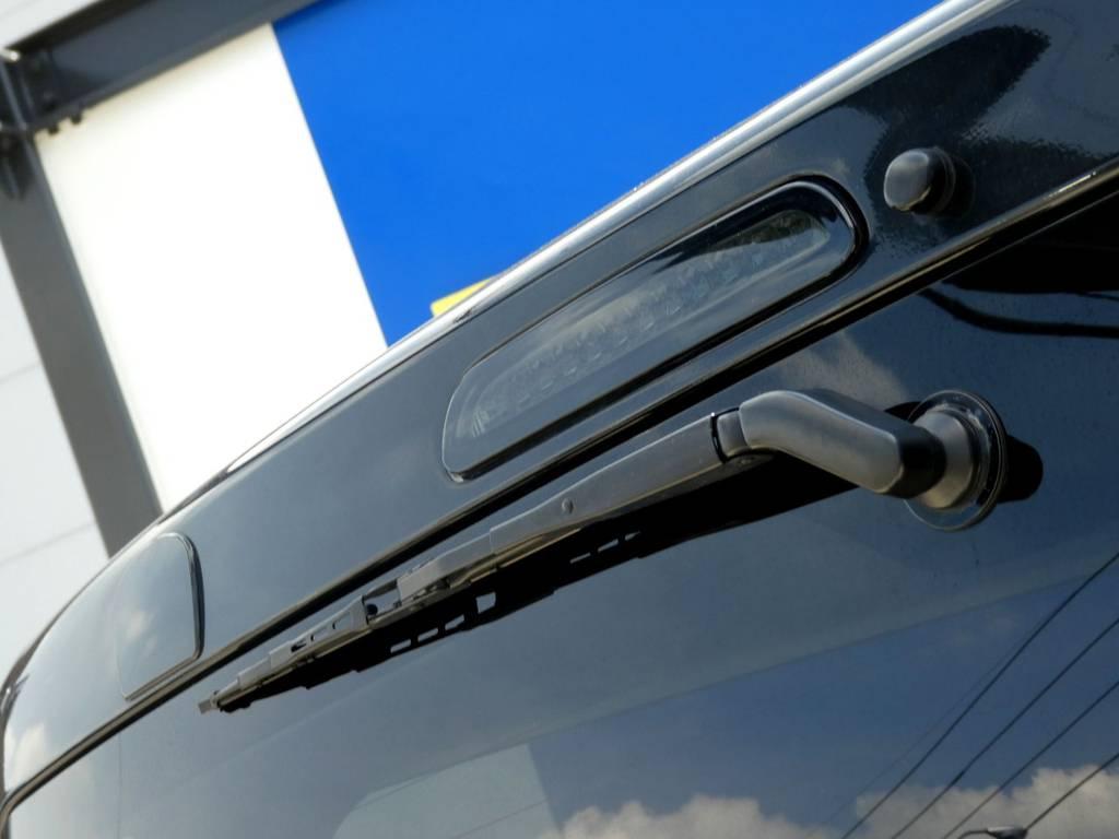 さりげなくハイマウントランプはブラックタイプをチョイス!! | トヨタ レジアスエース 3.0 スーパーGL ロングボディ ディーゼルターボ