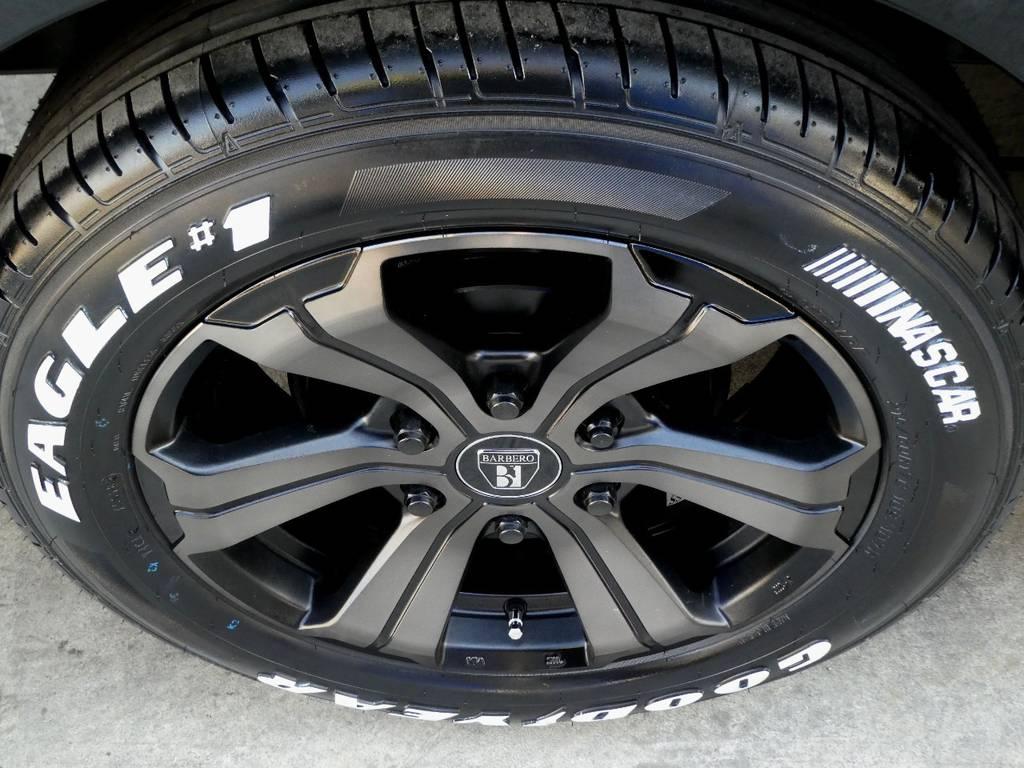 バルベロUG17インチアルミ ナスカーホワイトレタータイヤをセット!!