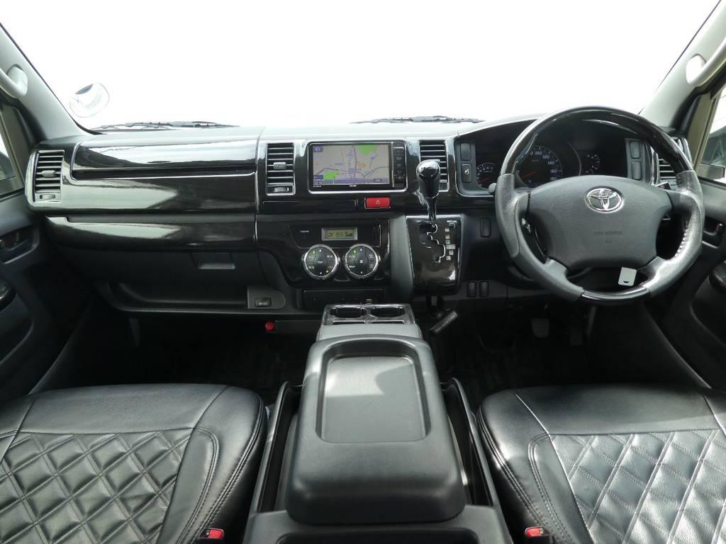 黒木目インテリアが上質なキャビンを演出!! | トヨタ ハイエースバン 2.0 スーパーGL ロング ツインナビカスタム