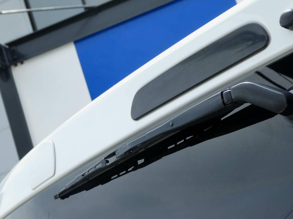 背面ミラーレス施工 さりげなくハイマウントランプはブラックタイプをチョイス!! | トヨタ ハイエースバン 2.0 スーパーGL ロング ツインナビカスタム