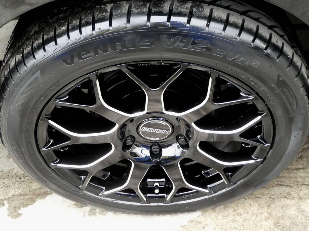 足元にはESSEX EM18インチ ブラックマシニング!! | トヨタ ハイエース 2.7 グランドキャビン 4WD トリプルナビカスタム