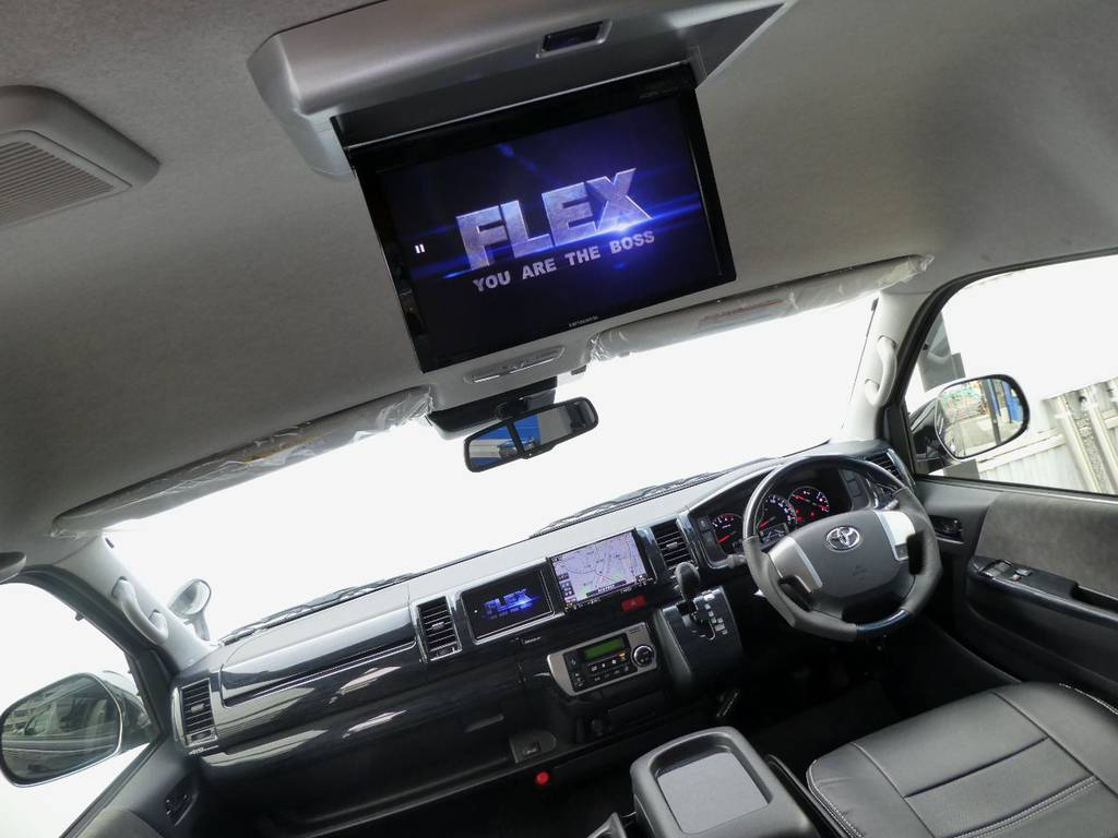 フリップダウンモニター配備で後席のかたもお楽しみいただけます!! | トヨタ ハイエース 2.7 グランドキャビン 4WD トリプルナビカスタム