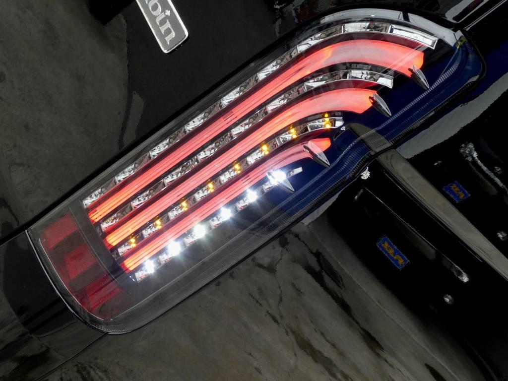煌きブラックLEDテールをインストール!! | トヨタ ハイエース 2.7 グランドキャビン 4WD トリプルナビカスタム
