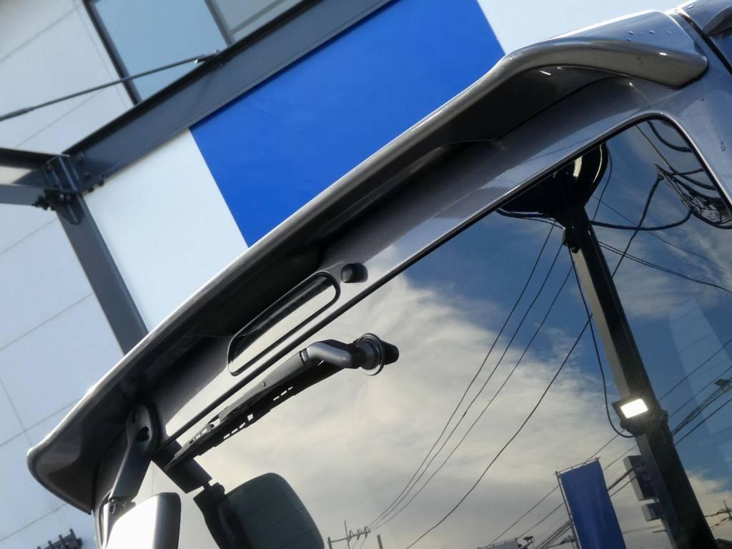 純正リアスポイラー ハイマウントランプはブラックタイプをチョイス!! | トヨタ レジアスエース 3.0 スーパーGL ロングボディ ディーゼルターボ 4WD