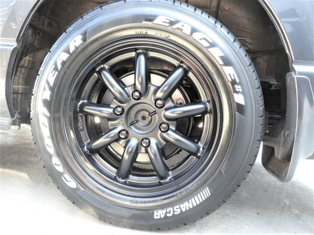 MC-9 16インチアルミ ナスカーホワイトレタータイヤをセット!! | トヨタ レジアスエース 3.0 スーパーGL ダークプライム ロングボディ ディーゼルターボ 4WD 内外装フルカスタム