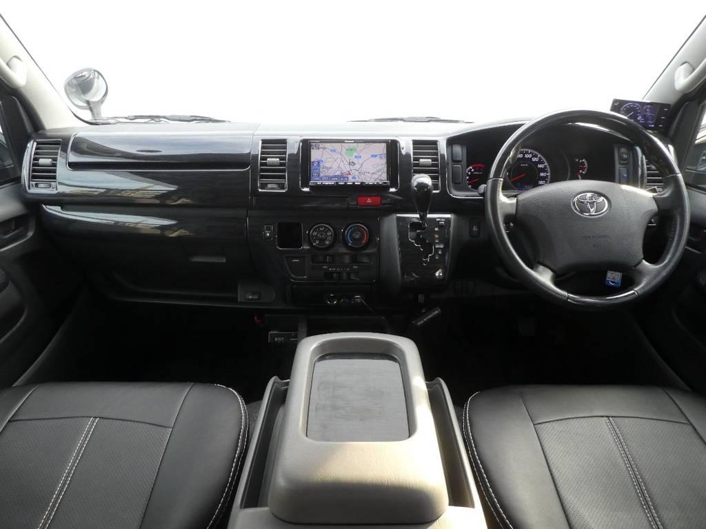 黒木目インテリアが上質なキャビンを演出!!   トヨタ ハイエースバン 3.0 スーパーGL ロング ディーゼルターボ 4WD 内外装フルカスタム