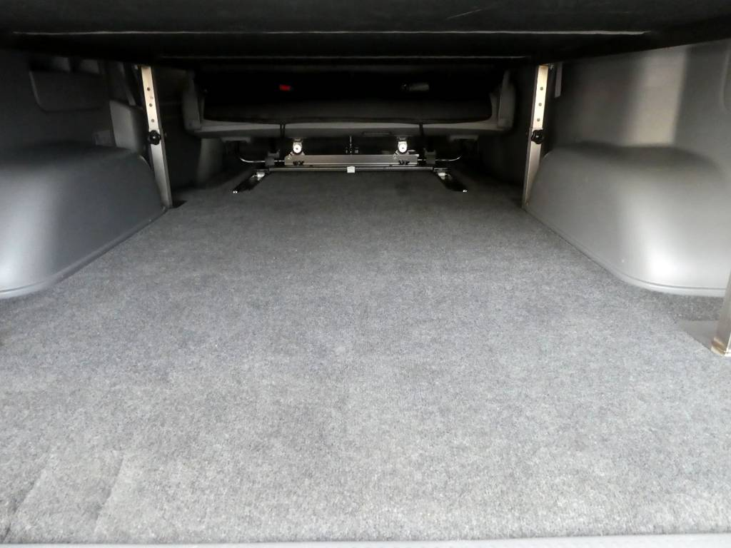 荷室の状態も良好ですよ!! | トヨタ ハイエースバン 3.0 スーパーGL ロング ディーゼルターボ 4WD 内外装フルカスタム