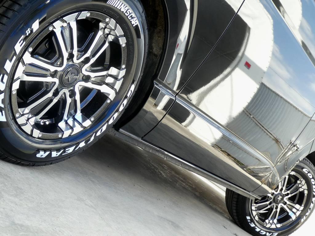 サイドラインを力強く彩るアルミフェイス!!   トヨタ ハイエースバン 3.0 スーパーGL ロング ディーゼルターボ 4WD 内外装フルカスタム