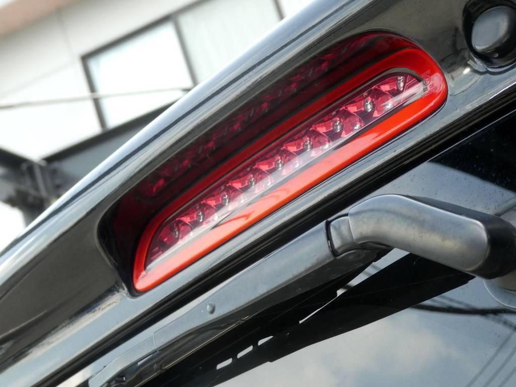 さりげなくハイマウントランプもクリアーレッドタイプをセット!! | トヨタ ハイエースバン 3.0 スーパーGL ロング ディーゼルターボ ベットカスタム