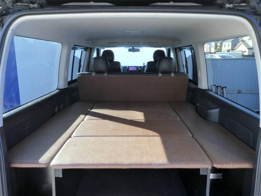 後席背面を利用した奥行き約3メーターのベットとしてご利用いただけます!!