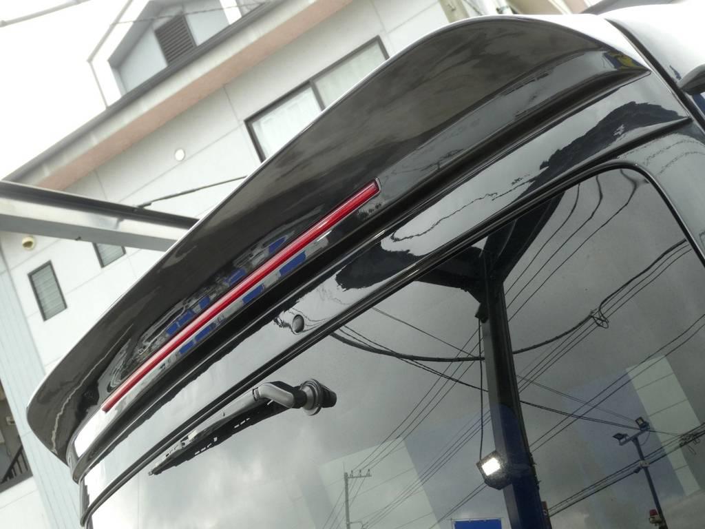 WALD ルーフスポイラー装着済み!! | トヨタ レジアスエース 3.0 スーパーGL ワイド ミドルルーフ ロングボディ ディーゼルターボ WALDフルエアロ