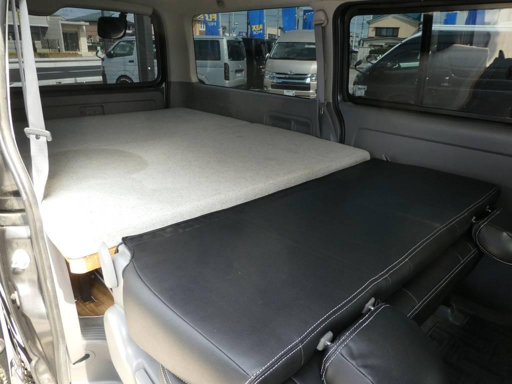 後席背面を利用して奥行き約3メーターのフルフラットベットとしてご利用いただけます!! | トヨタ レジアスエース 2.5 スーパーGL ロングボディ ディーゼルターボ 4WD ワイルドカスタム