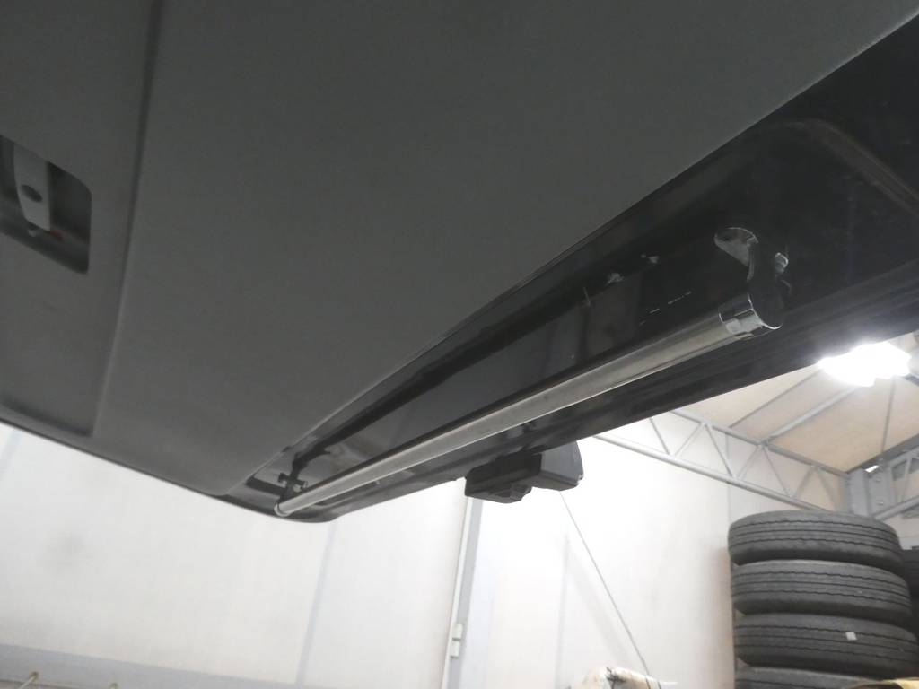バックドアゲートにハンガーレール配備!! | トヨタ レジアスエース 2.5 スーパーGL ロングボディ ディーゼルターボ 4WD ワイルドカスタム