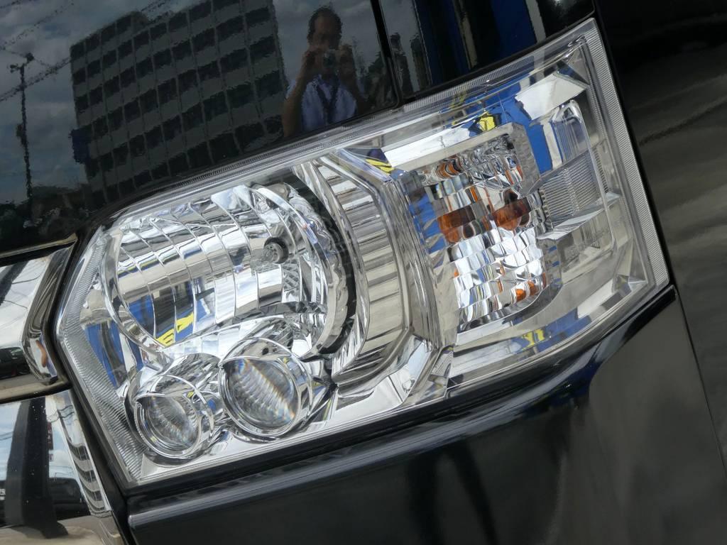 ダーククロームメッキのLEDヘッドライト装備!!