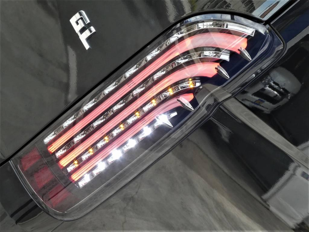 煌き黒LEDテールランプは見る者を魅了します!!