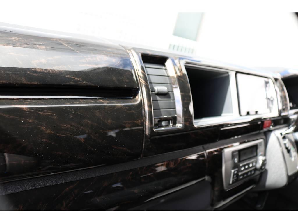 オシャレなインテリアパネル!将来的にキズや焼けが目立たず、お掃除がしやすくなるのもポイント高いです♪ | トヨタ ハイエース 2.7 GL ロング ミドルルーフ TSS付