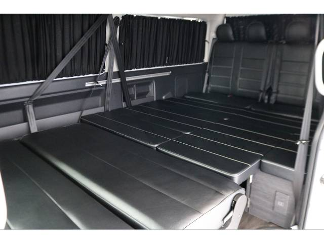 フルフラット&カーテン付きで車内泊もできます♪