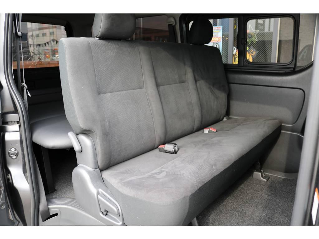 広々とした二列目シート!! | トヨタ ハイエースバン 2.0 スーパーGL ロング 新品ベットキット
