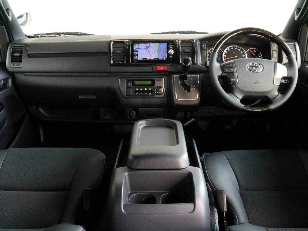 視界良好です!!   トヨタ ハイエースバン 2.8 スーパーGL ダークプライムⅡ ロングボディ ディーゼルターボ 4WD 寒冷地仕様 小窓付き