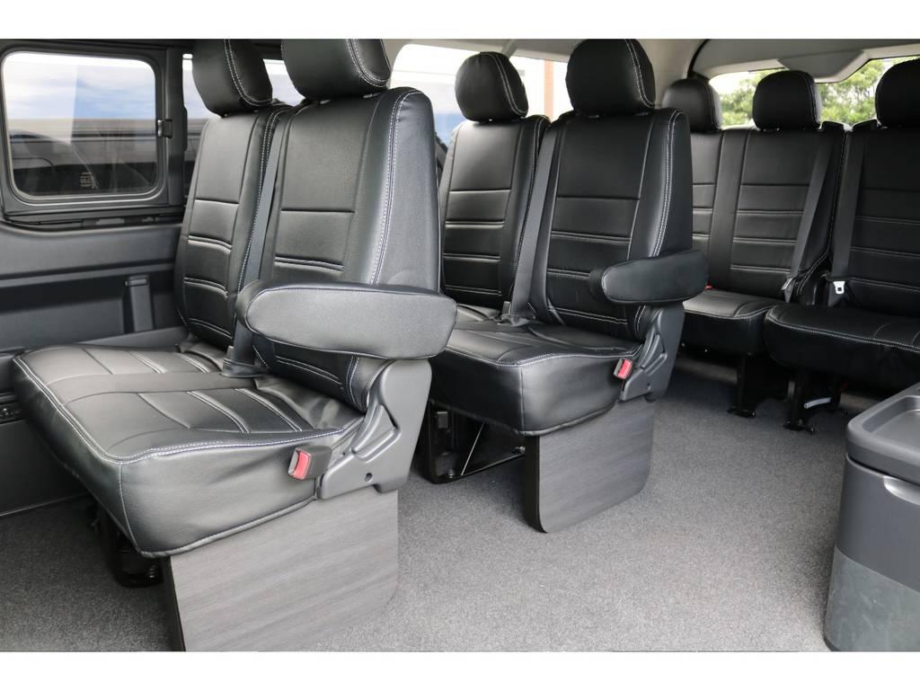 四列目のみ4人掛けシートの、10人乗りハイエースです!!