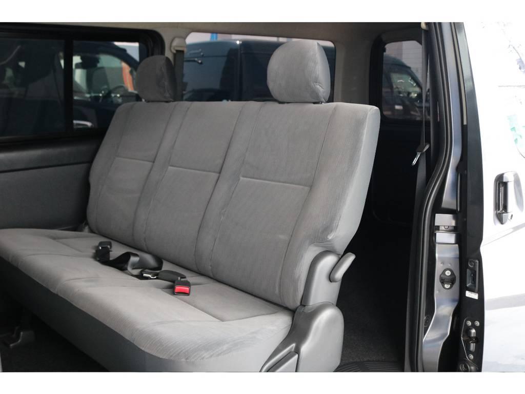 二列目シートは三人掛けでもちろんシートベルトもついているのでチャイルドシートの乗せることが可能です。 | トヨタ レジアスエース 2.0 スーパーGL ロングボディ 下取り直販プライス