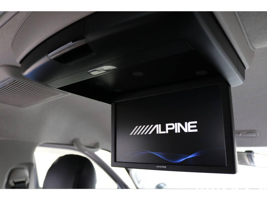 アルパイン 後席フリップダウンモニター搭載!!同乗者も快適な車内をお過ごしいただけます♪