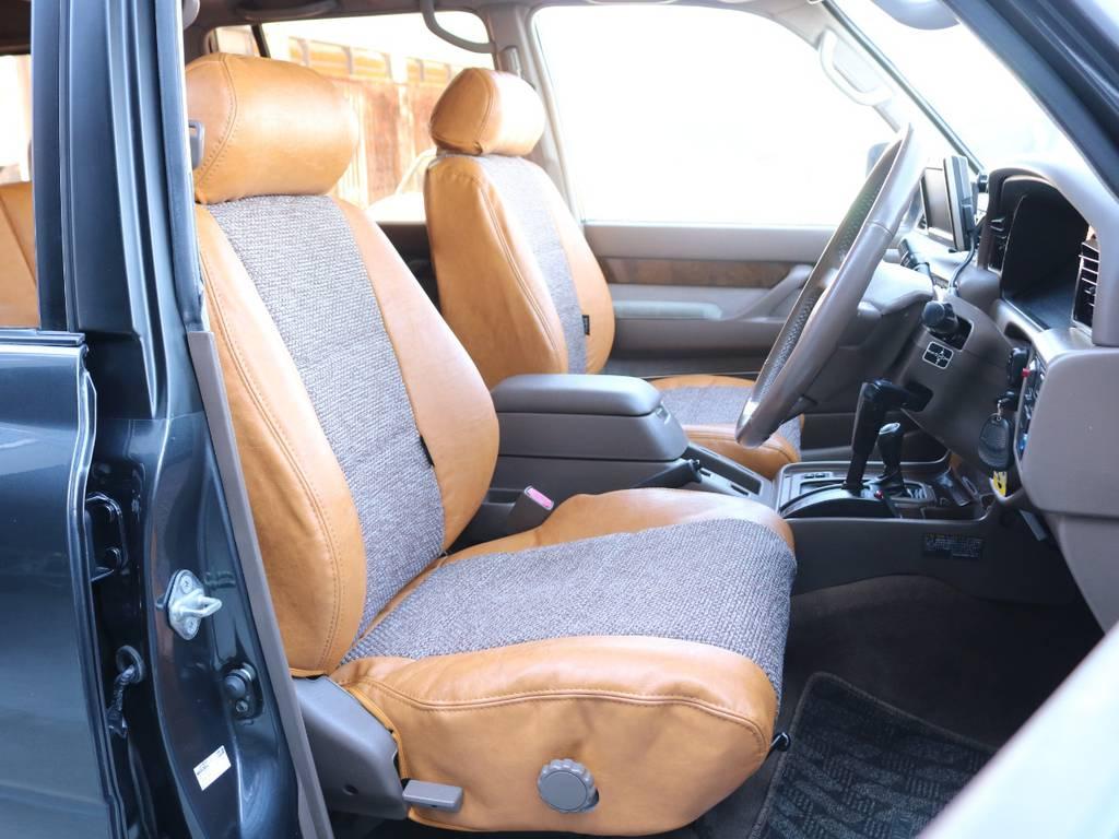 運転席は広々で運転も快適です☆ | トヨタ ランドクルーザー80 4.5 VXリミテッド 4WD 丸目 60フェイス