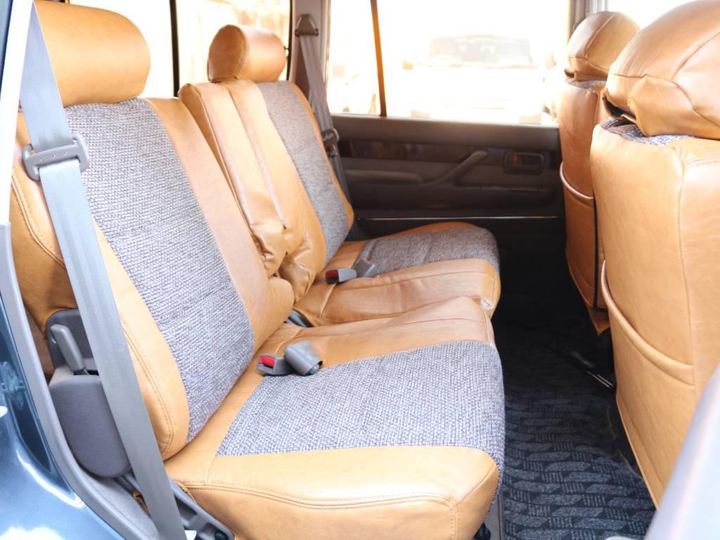 後部座席も広々で後ろに乗車する方もくつろげるスペースが御座います☆ | トヨタ ランドクルーザー80 4.5 VXリミテッド 4WD 丸目 60フェイス