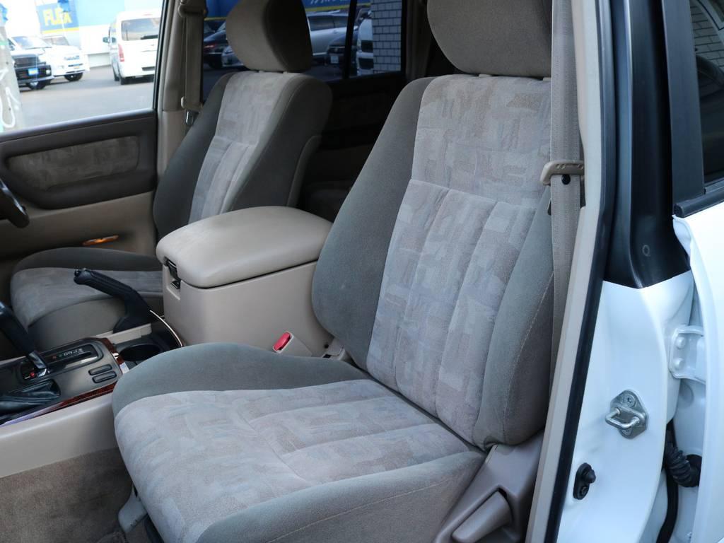 助手席もヘタリが無くキレイです!ゆったりくつろげます☆ | トヨタ ランドクルーザー100 4.7 VXリミテッド 4WD