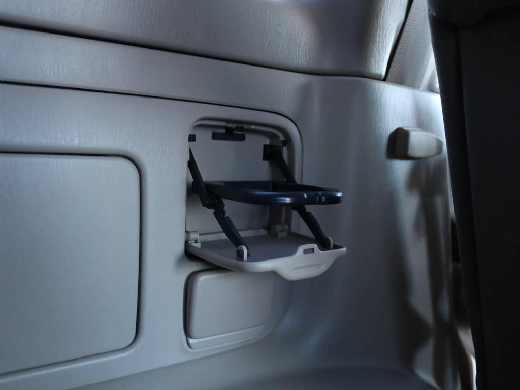 3列目にもドリンクホルダー装備!さすがランクル快適性もぬかりありません♪ | トヨタ ランドクルーザー100 4.7 VXリミテッド 4WD