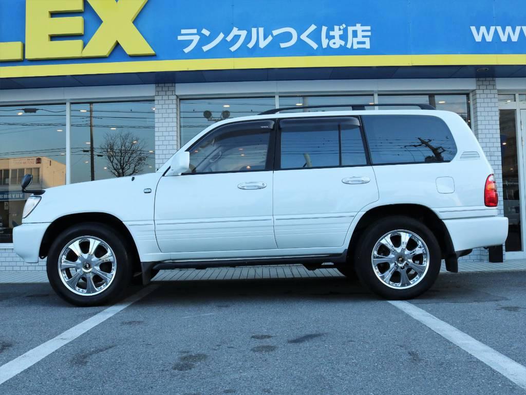 サイドビュー!!純正車高ですので女性でも乗り降りも楽ちんです♪ | トヨタ ランドクルーザー100 4.7 VXリミテッド 4WD
