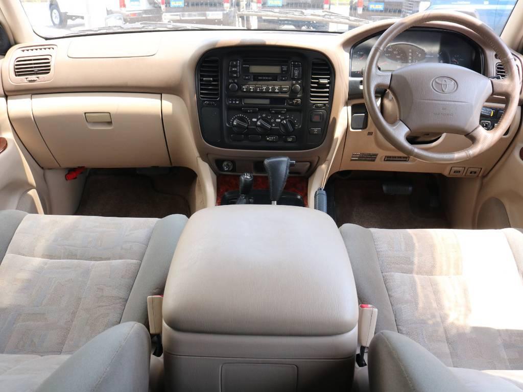 広々したインパネに大きなFガラスで運転視界もグッド! | トヨタ ランドクルーザー100 4.7 VXリミテッド 4WD