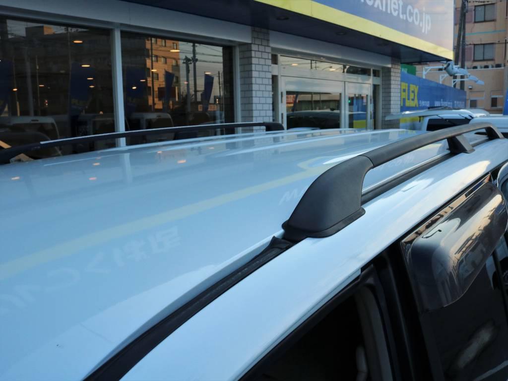 ルーフに大きな傷も見当たらず状態もグッド! | トヨタ ランドクルーザー100 4.7 VXリミテッド 4WD