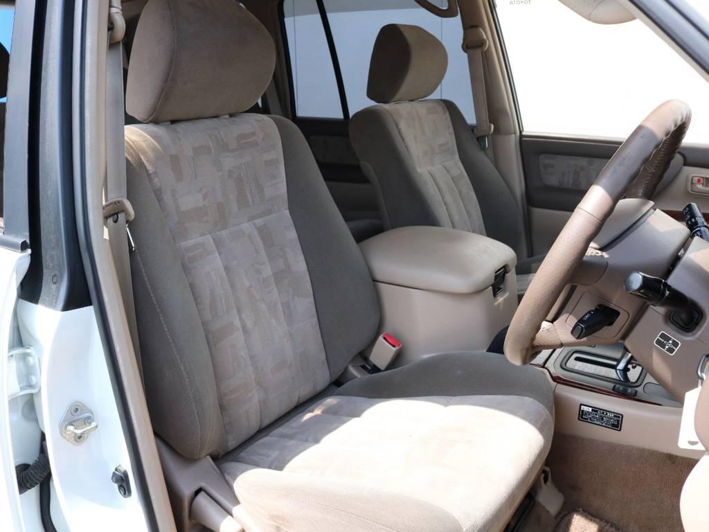 柔らかめなモケットシート!座り心地もグッド!シートカバーも多種取り扱いございますのでご相談ください。 | トヨタ ランドクルーザー100 4.7 VXリミテッド 4WD