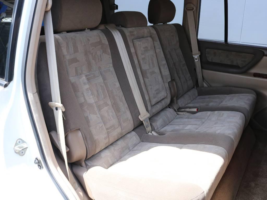 広々したセカンドシート!チャイルドシートも装着可能です! | トヨタ ランドクルーザー100 4.7 VXリミテッド 4WD