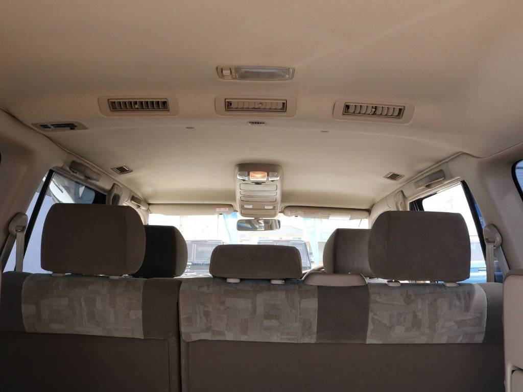 広々した天井!大きなキズやへたりも無く天張りもグッドコンディション! | トヨタ ランドクルーザー100 4.7 VXリミテッド 4WD