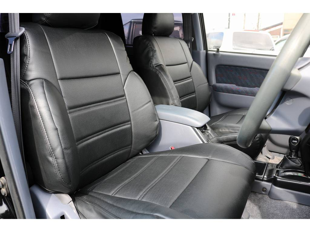 ホールド感も良い運転席シート!   トヨタ ハイラックスサーフ 3.0 SSR-X リミテッド ディーゼルターボ 4WD ディーゼルターボ リフトUP
