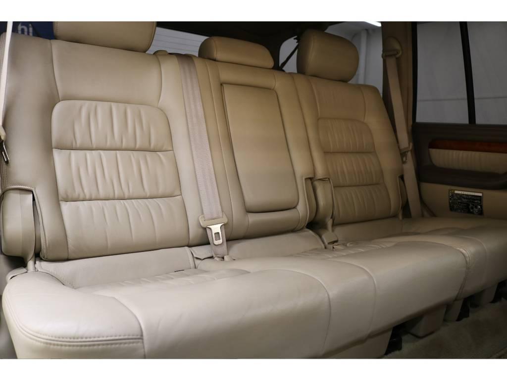後部座席は大人の方でもゆったりとお座り頂けます♪ | トヨタ ランドクルーザーシグナス 4.7 4WD