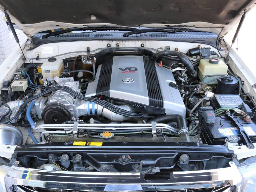 スーパーチャージャーが搭載され、気になる加速を補ってくれます♪ | トヨタ ランドクルーザー100 4.7 VXリミテッド Gセレクション 50thアニバーサリーエディション 4WD