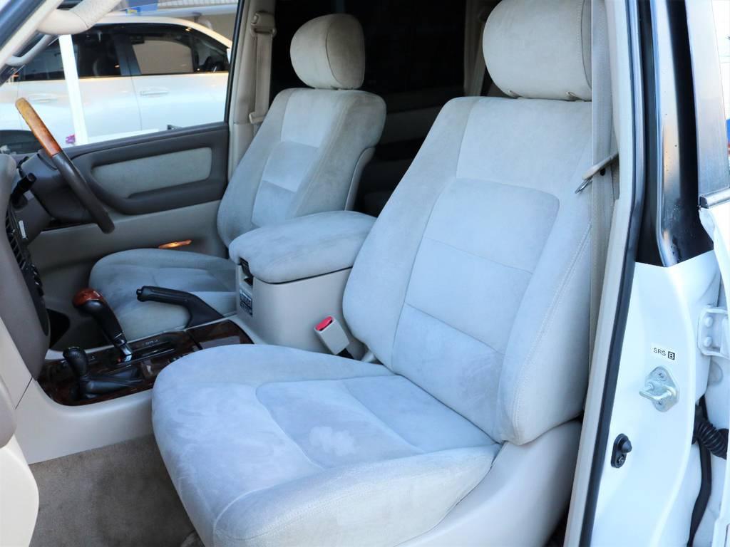 助手席も綺麗な状態が保たれております。 | トヨタ ランドクルーザー100 4.7 VXリミテッド Gセレクション 50thアニバーサリーエディション 4WD