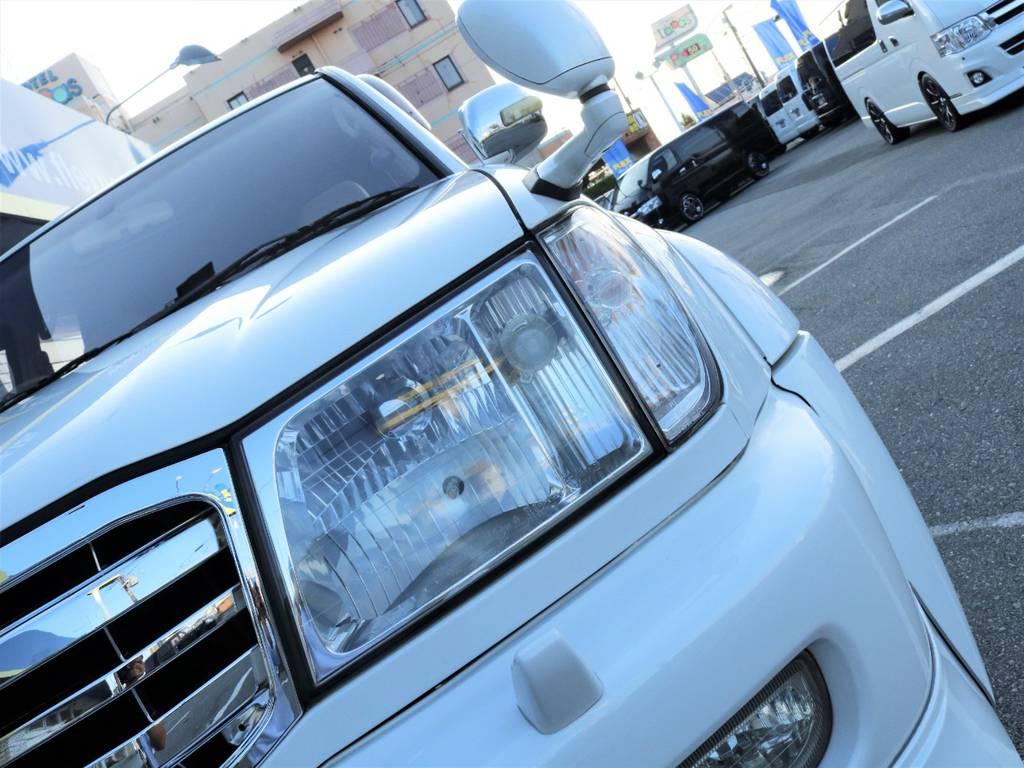 フロントウィンカーはボディ色のホワイトに合わせてクリアーの物に変更済みです☆ | トヨタ ランドクルーザー100 4.7 VXリミテッド Gセレクション 50thアニバーサリーエディション 4WD