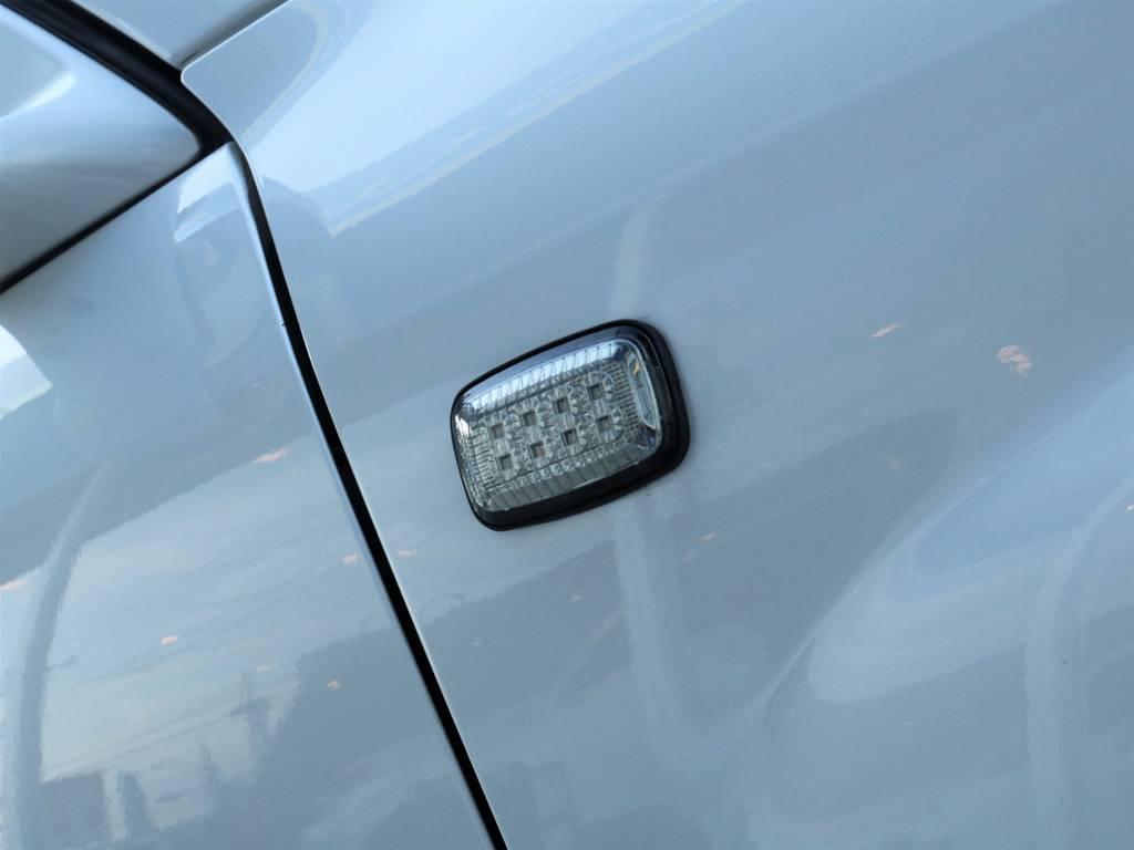 サイドマーカーはヘッドライトに合うデザインの物に換装されております。 | トヨタ ランドクルーザー100 4.7 VXリミテッド Gセレクション 50thアニバーサリーエディション 4WD