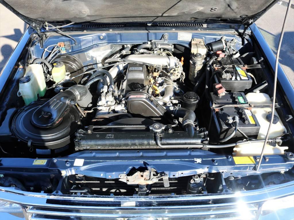 エンジンルームはサビ等もほとんど無く年式を感じさせない綺麗な状態が保たれております☆ | トヨタ ランドクルーザープラド 3.0 SXワイド ディーゼルターボ 4WD
