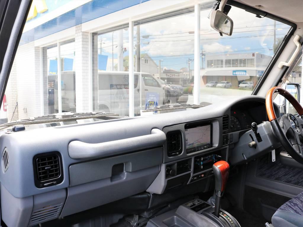 意外と汚れやすいダッシュボードやグローブボックスも綺麗な状態が保たれております☆ | トヨタ ランドクルーザープラド 3.0 SXワイド ディーゼルターボ 4WD 初売り特選車