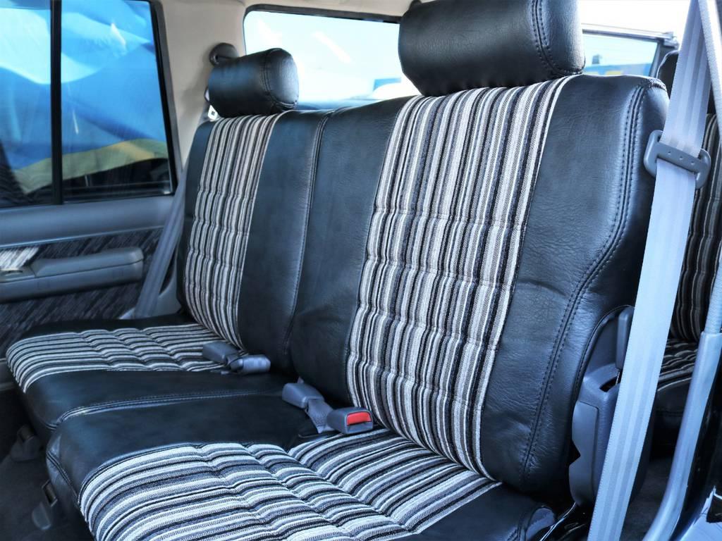 ランクルよりも小さいボディサイズながら後部座席のスペースは充分に確保されております。 | トヨタ ランドクルーザープラド 3.0 SXワイド ディーゼルターボ 4WD 初売り特選車