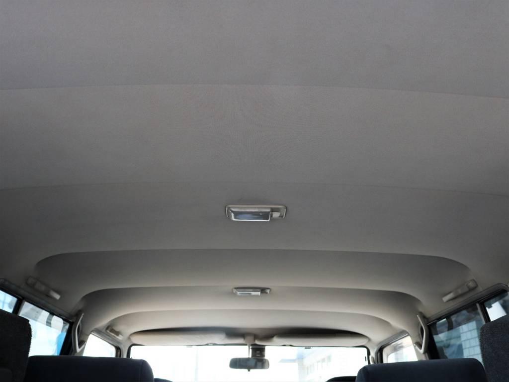 天張りも綺麗な状態が保たれております。前オーナー様達の愛が感じられますね♪ | トヨタ ランドクルーザープラド 3.0 SXワイド ディーゼルターボ 4WD