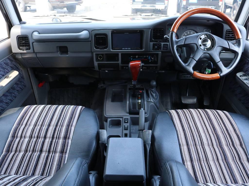 広々したフロントガラスで視界も良好です!ダッシュボードの状態もグッド! | トヨタ ランドクルーザープラド 3.0 SXワイド ディーゼルターボ 4WD