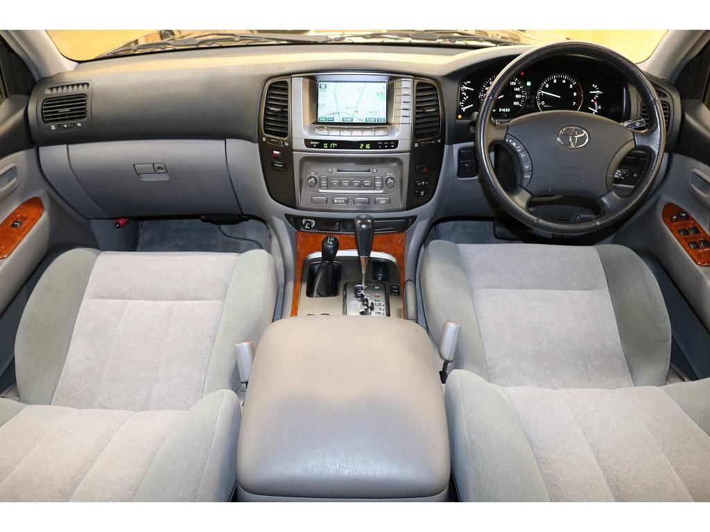 内装は当店にてルームクリーニング済みとなりますので綺麗な状態です♪ | トヨタ ランドクルーザー100 4.7 VXリミテッド 4WD