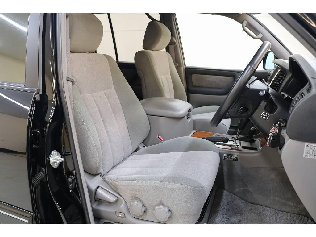 運転席/助手席共に綺麗な状態が保たれております♪ | トヨタ ランドクルーザー100 4.7 VXリミテッド 4WD