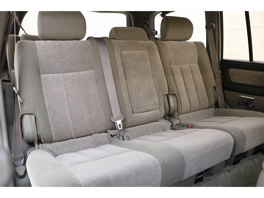 後部座席になります☆ | トヨタ ランドクルーザー100 4.7 VXリミテッド 4WD